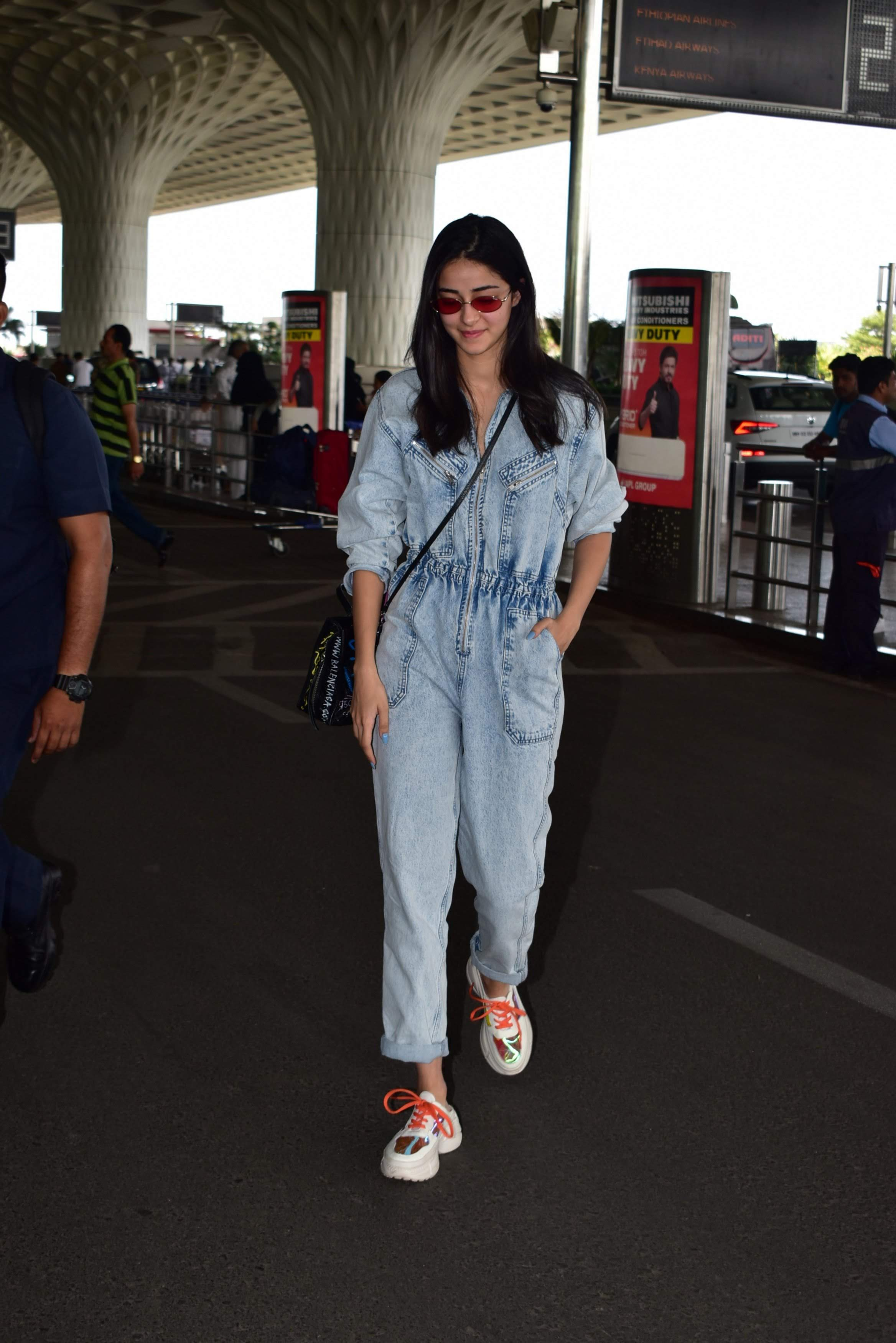 fashion3 ananya panday airport style clothes uncool slip